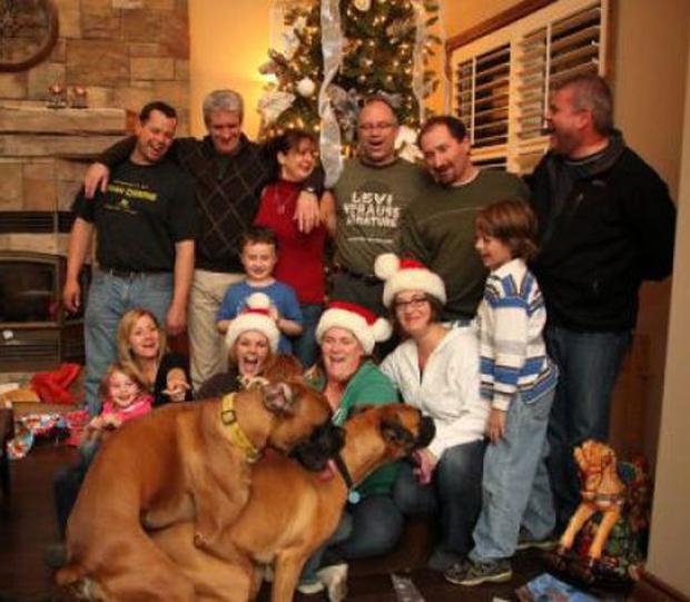 Dogs Humping ~ 25 Funny, Creepy Family Christmas Photos