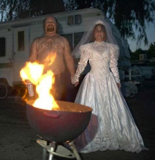 Redneck wedding camping barbqFunny Wedding Pictures Bad Wedding Photos Ugly Wedding Dresses Fail Horrible Awkward Family worst strange Brides