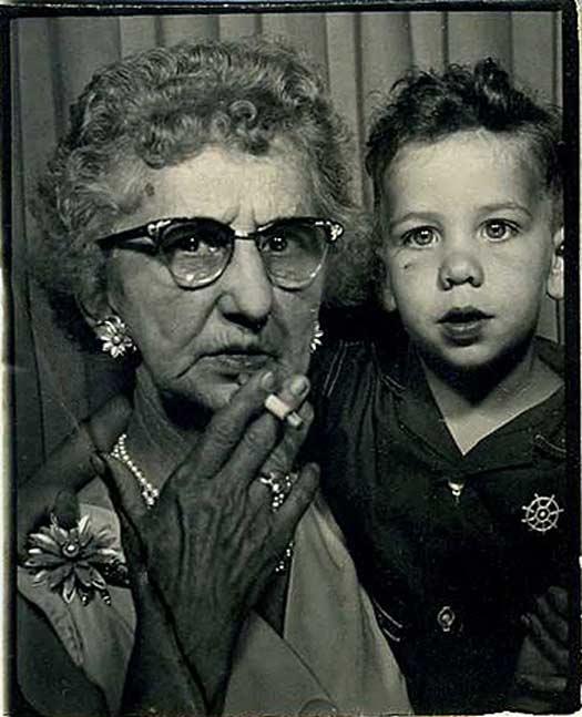 Grandma Smoking Kid Photoboot - Awkward Weird Funny Bad Family Photos